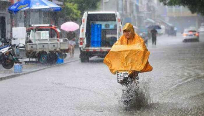 मौसम अलर्ट: दिल्ली-NCR समेत इन राज्यों में भारी बारिश की चेतावनी, गाजियाबाद में बंद रहेंगे स्कूल