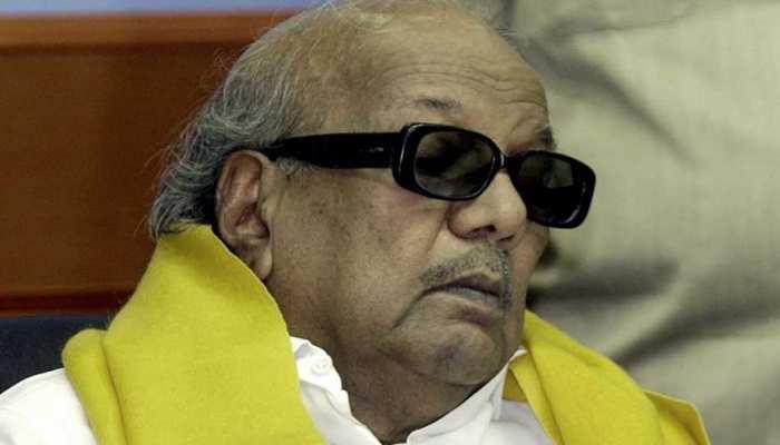 DMK प्रमुख करुणानिधि की तबियत बिगड़ी, हाल जानने घर पर लगा नेताओं का जमावड़ा
