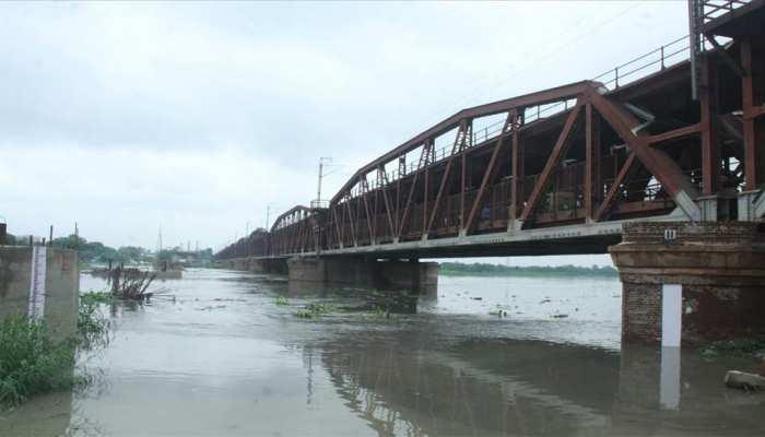 बारिश के चलते यमुना का जलस्तर बढ़ने पर दिल्ली में बाढ़ की चेतावनी