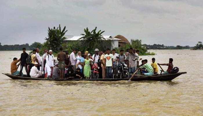 बाढ़ लील गई एक लाख से अधिक जिंदगी, 10 लाख रुपए की फसल हुई बर्बाद