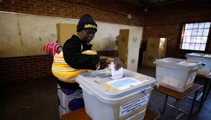 जिम्बाब्वे : राष्ट्रपति पर विद्रोह के आरोप लगने के बाद, आज सुरक्षा बीच हो रहे हैं मतदान