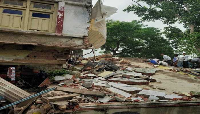 Madhya Pradesh: A three story building collapsed in Vidisha, Rescue operation underway