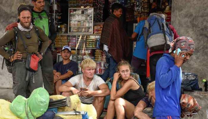 इंडोनेशिया : भूकंप के बाद आया भूस्खलन, ज्वालामुखी पहाड़ पर फंसे 500 हाइकर्स