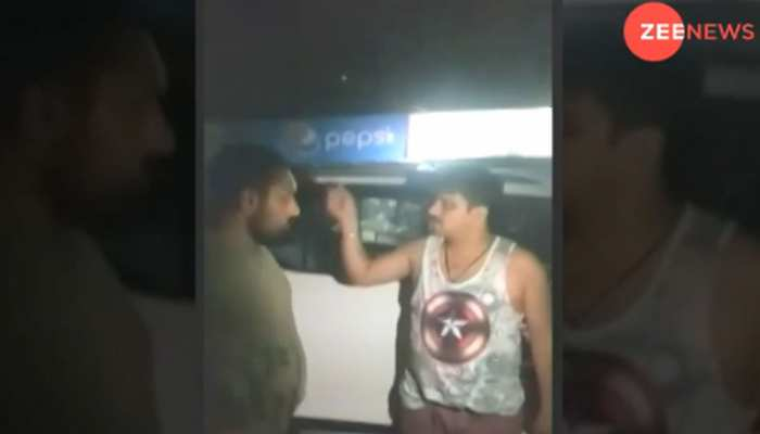 गुरुग्राम: बीच सड़क पर गाड़ी खड़ी कर नाचने लगा नशे में धुत इंस्पेक्टर, कैमरे में कैद हुआ हाई वोल्टेज ड्रामा