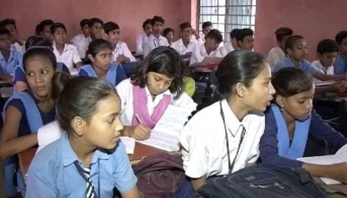 बिहार : सत्र शुरू हुए चार महीने बीत गए, बच्चों को नहीं मिलीं किताबें