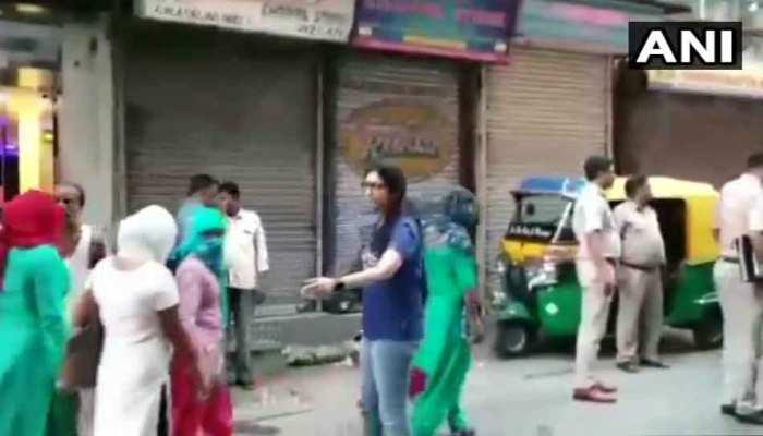 दिल्ली : स्वाति मालीवाल ने किया सेक्स रैकेट का पर्दाफाश, पहाड़गंज से छुड़ाई 39 लड़कियां