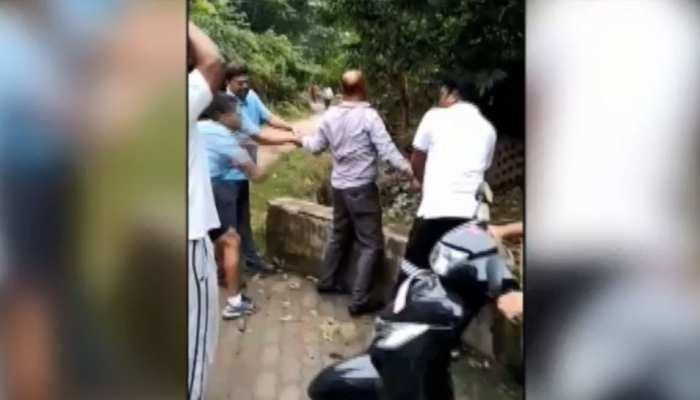 जमशेदपुरः स्कूल वैन चालक नाबालिग छात्रा से करता था अश्लील हरकत, लोगों ने की पिटाई