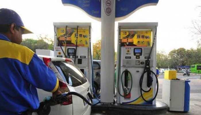पेट्रोल कीमतें 10% घटाने की तैयारी कर रही मोदी सरकार, अपना सकती है नई व्यवस्था