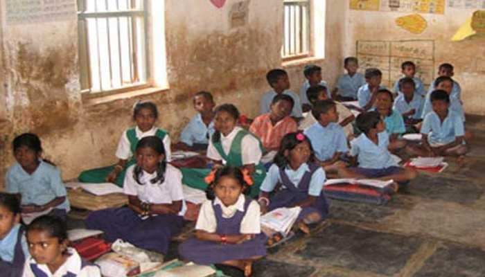 महासमुंद: कभी भी गिर सकती हैं स्कूल की दीवारें, जोखिम के बीच पढ़ाई को मजबूर मासूम