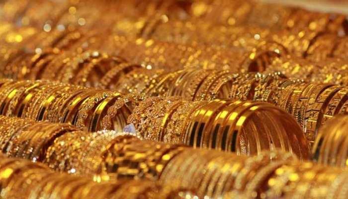 रुपया कमजोर होने से बढ़े सोने के दाम, चांदी टूटी