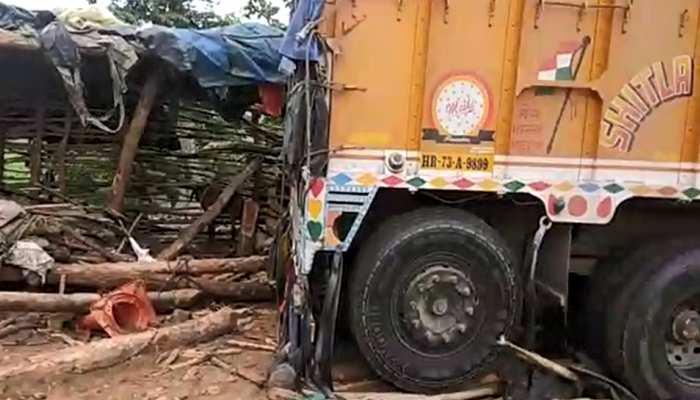 सड़क हादसाः अनियंत्रित होकर ढाबे में जा घुसा ट्रक, 6 की मौत