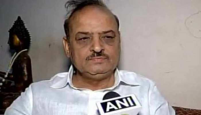 VIDEO : दिल्ली विधानसभा में हंगामा, BJP विधायक ने AAP विधायक को बताया 'आतंकवादी'