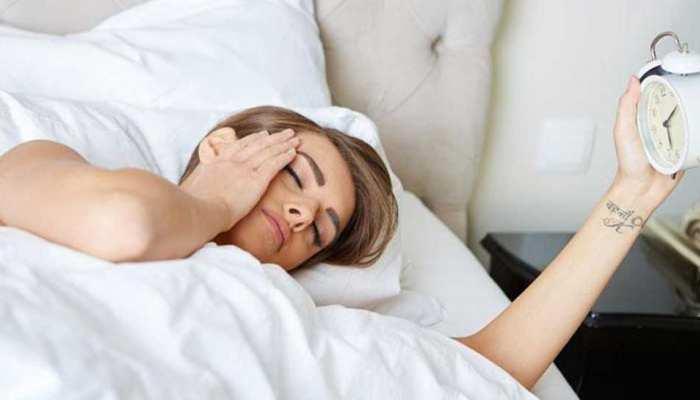 सोशल मीडिया ने चुराई लाखों नौजवानों की नींद, अब लगाने पड़ रहे हैं हॉस्पिटल के चक्कर