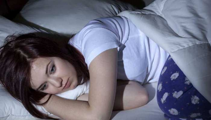 अच्छी नींद के लिए छोड़ना पड़ेगा टीवी सीरियल का शौक, डॉक्टर से जानिए टीवी देखने का तरीका