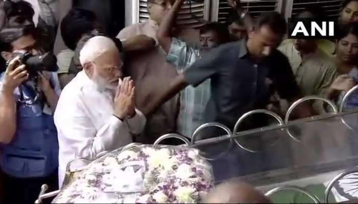 LIVE : पीएम मोदी ने करुणानिधि के अंतिम दर्शन कर दी श्रद्धांजलि, थोड़ी देर में राहुल पहुंचेंगे