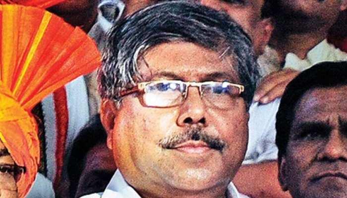 मराठा आरक्षण आंदोलन : महाराष्ट्र के मंत्री बोले, '15 नवंबर तक कुछ नहीं किया जा सकता'