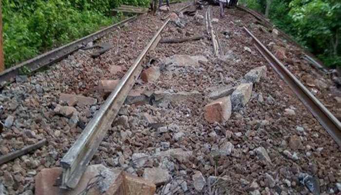 CG: नक्सलियों ने पैसेंजर ट्रेन को बनाया निशाना, कामलूर स्टेशन के पास डिरेल हुई गाड़ी