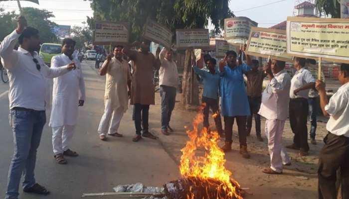 मधुबनी में शिवानंद तिवारी का पुतला दहन,  नीतीश कुमार-संजय झा के खिलाफ की थी आपत्तिजनक टिप्पणी