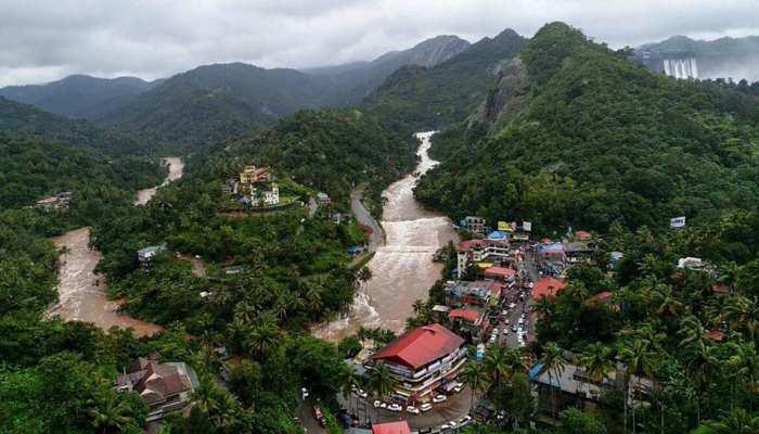 केरल में बाढ़ का कहर जारी, प्रभावितों के मुफ्त में बदले जाएंगे पासपोर्ट