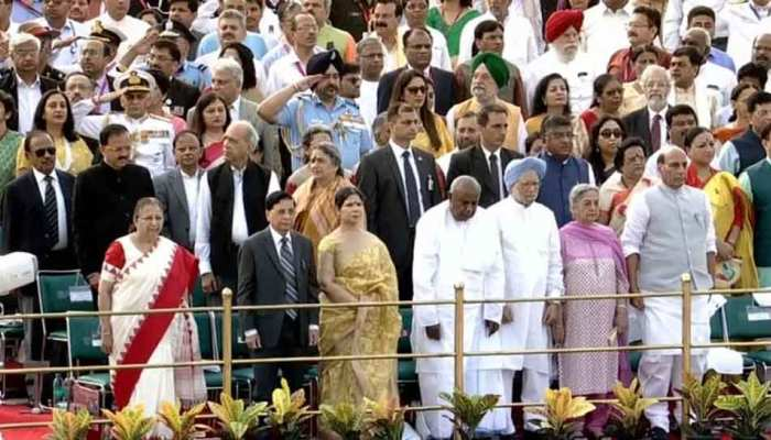 Independence Day ceremony at Red fort, Rahul gandhi, Manmohan and sumitra mahajan attend the programme