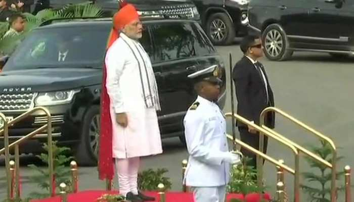 72th Independence Day Modi wear red bonded saffron safa