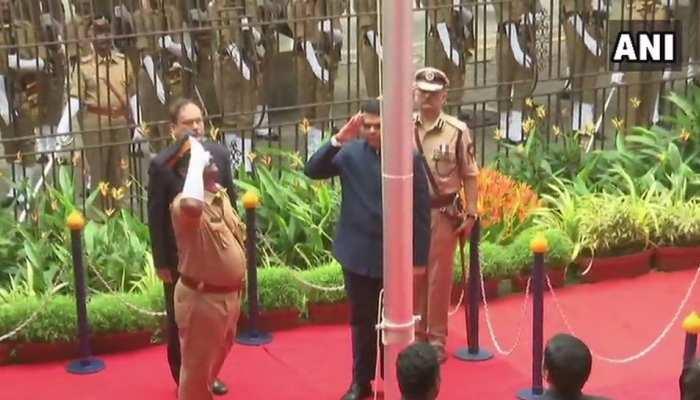 महाराष्ट्र: मुख्यमंत्री देवेंद्र फडणवीस ने मंत्रालय में फहराया तिरंगा