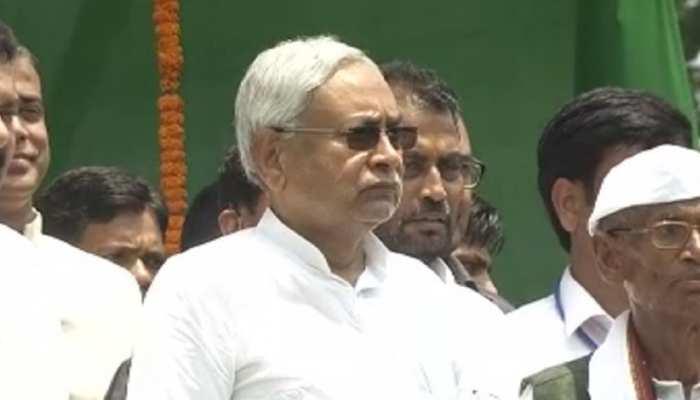 CM नीतीश ने महादिलत टोले में फहराया तिरंगा, चिपुरा पंचायत की हर मांगे मानी