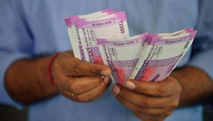 डॉलर के मुकाबले रुपये में अब तक की सबसे बड़ी गिरावट, रिकॉर्ड निचले स्तर 70.31 तक टूटा