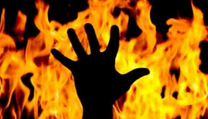मेरठ में मनचलों से परेशान छात्रा ने किया आत्मदाह, हालत गंभीर