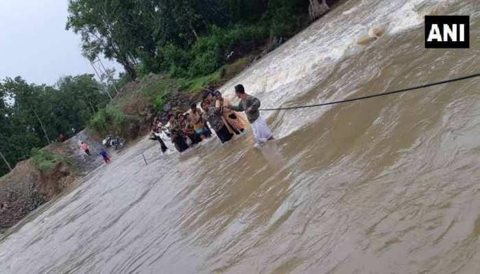 छत्तीसगढ़: बाढ़ग्रस्त क्षेत्र में सेना ने रेस्क्यू ऑपरेशन चलाकर 40 लोगों को बचाया
