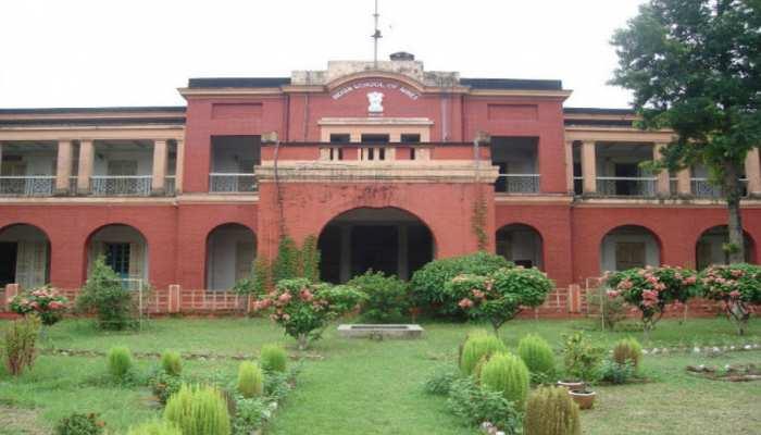 IIT धनबाद में छात्रों का दो गुट आपस में भिड़ा, दर्जनों हुए घायल