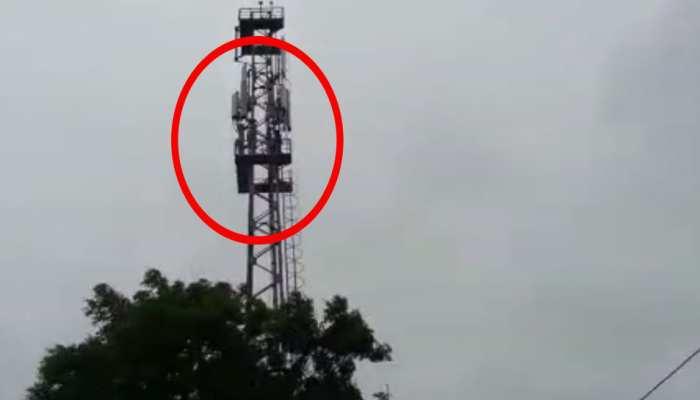 महाराष्ट्र: अपनी मांगों को लेकर मोबाइल टावर पर चढ़े दो किसान, दी आत्महत्या की धमकी
