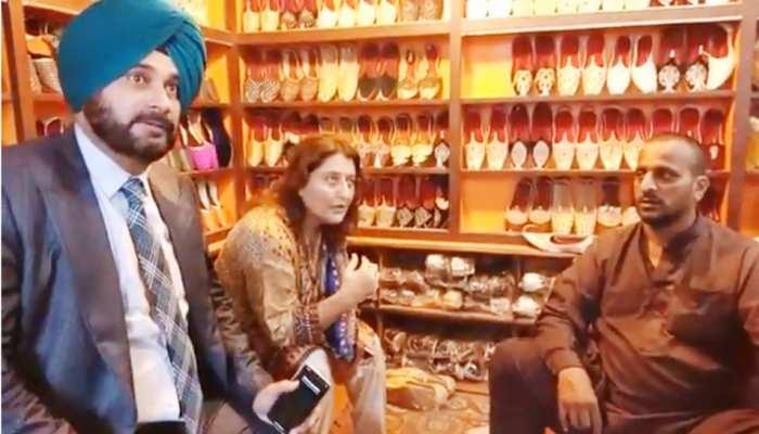 पाकिस्तान में सिद्धू ने की शॉपिंग, खरीदे इस्लामाबाद के ये खास जूते