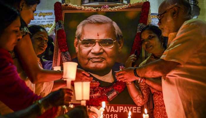 महाराष्ट्र की 13 यूनिवर्सिटी में वाजपेयी के नाम पर पीठ स्थापित करेगी फडणवीस सरकार