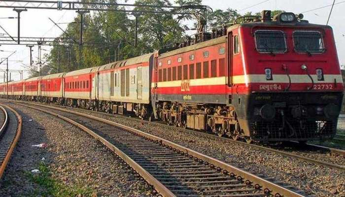 केरल के लोगों की मदद के लिए देश भर के रेलकर्मी दान करेंगे एक दिन की सैलरी