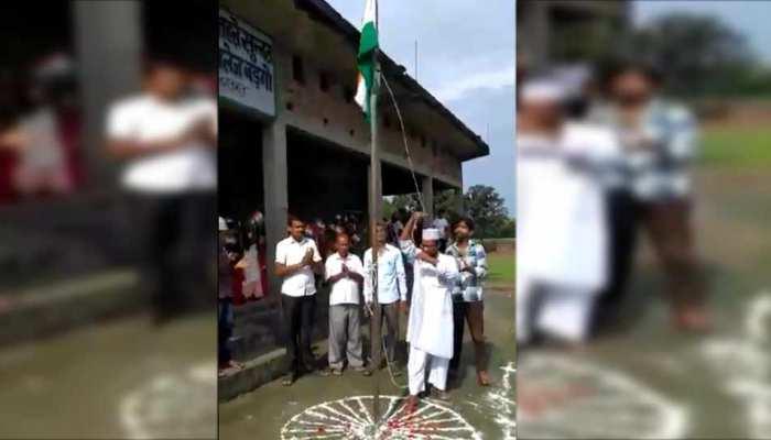 महाराजगंज: राष्ट्रगान गाने का विरोध करने पर मदरसे की मान्यता खत्म