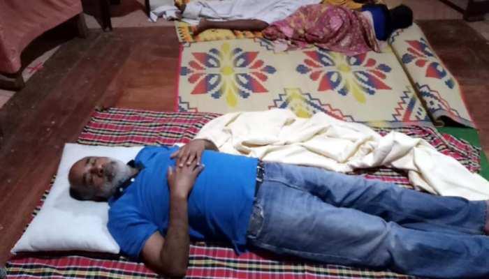 बाढ़ ग्रस्त केरल के राहत शिविर में सोए केंद्रीय मंत्री, ट्विटर पर हुए TROLL