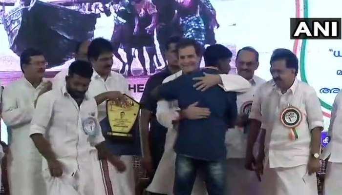 Congress President Rahul Gandhi felicitates fishermen in Alappuzha Kerala Floods