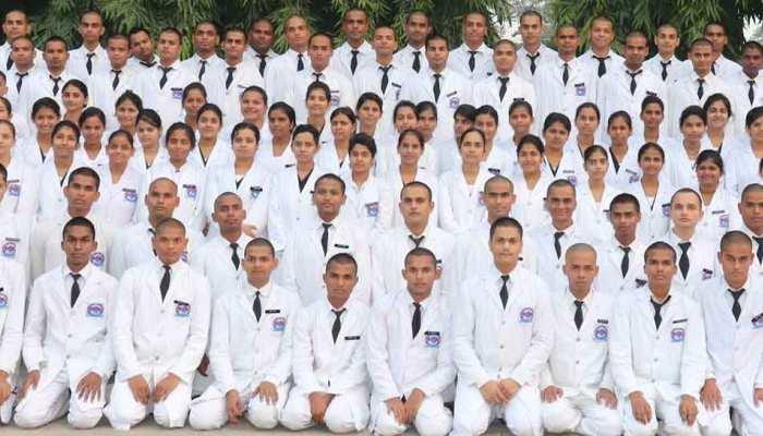 मोतीलाल नेहरू मेडिकल कॉलेज में रैगिंग के नाम पर मुंडवाए बाल, छात्रों में खौफ
