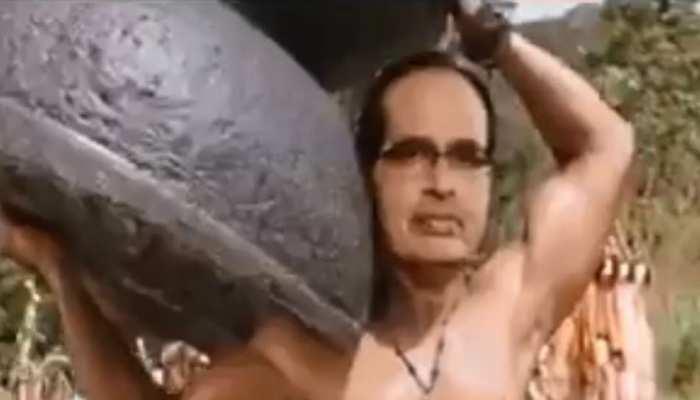 VIDEO: शिवराज सिंह चौहान का 'बाहुबली' अवतार वायरल, कंधे पर उठा लिया शिवलिंग
