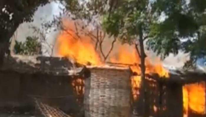 बिहार में भीड़ का खौफनाक चेहरा, आक्रोशित लोगों ने फूंक दिए 15 घर