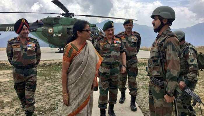 रक्षामंत्री सीतारमण जम्मू-कश्मीर के दौरे पर, सुरक्षा हालात का लिया जायजा