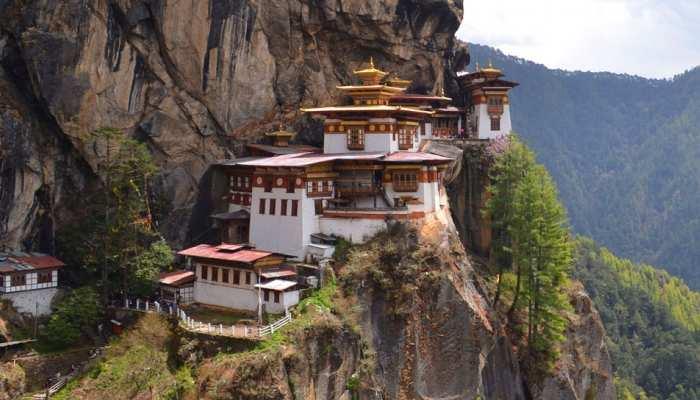 हिमालय की गोद में बसा देश जहां धार्मिक नेता न चुनाव लड़ सकते हैं और न वोट दे सकते हैं