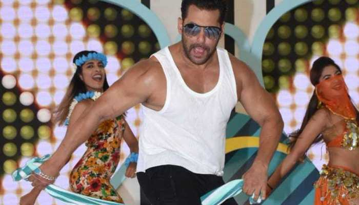 bigg boss 12 launch in goa salman khan towel dance goes viral from the location