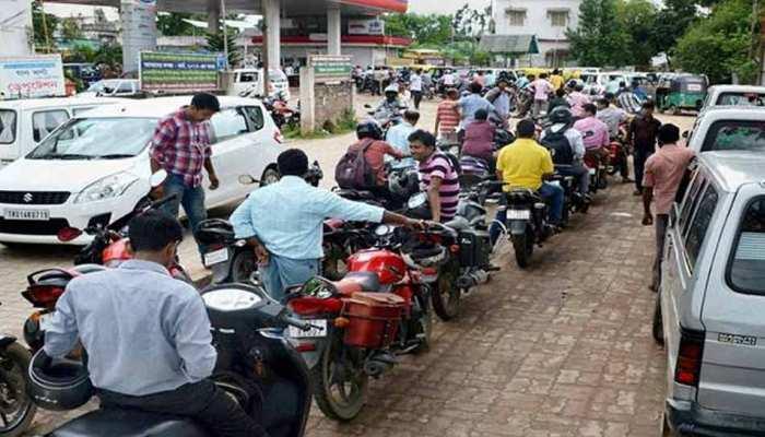 बिना हेलमेट वाले मोटरसाइकिल सवारों को नहीं मिलेगा पेट्रोल-डीजल, ये है वजह
