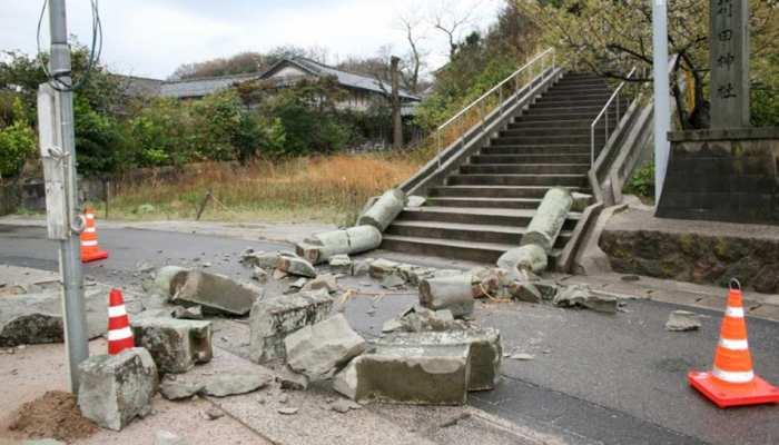 जापान: भीषण भूकंप, भूस्खलन के बाद अब जीवित बचे लोगों को बचाने की कोशिश जारी