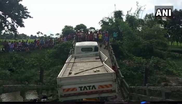 पश्चिम बंगाल में एक और पुल ढहा, एक शख्स घायल