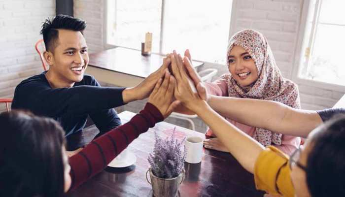Indonesian : bans men and women from dining together