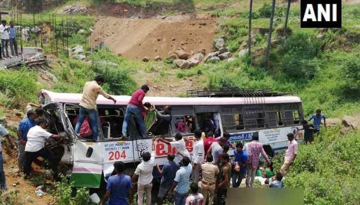 तेलंगाना में बस खाई में गिरी, 52 लोगों की मौत, पीएम मोदी ने ट्वीट कर जताया दुख