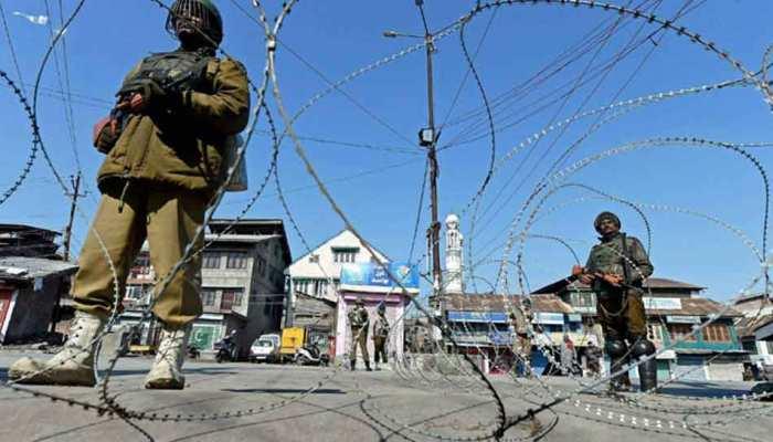 जम्मू कश्मीर: बारामूला में आतंकवादियों के साथ सुरक्षा बलों की मुठभेड़, सेना ने की घेराबंदी